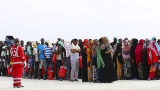 Italien schafft es nicht mehr allein – und droht damit, seine Häfen für Hilfsorganisationen zu sperren, welche Flüchtlinge an Bord haben.