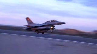 Ägyptische Luftwaffe bombardiert IS-Stellungen
