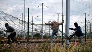Polizei stoppt 1700 Migranten am Eurotunnel