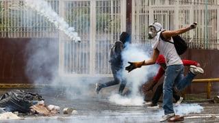Polizist stirbt bei Protesten in Caracas
