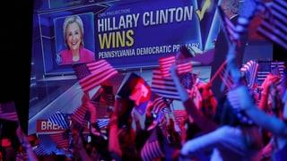 Clinton und Trump siegen und siegen