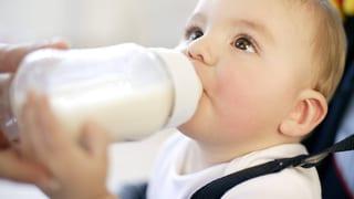 Rohmilch ist für Babys nicht nur riskant
