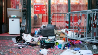 Flashmob in Bern demoliert Media-Markt