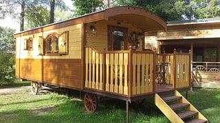 «Glamping» im Trend: Auch dank des glamourösen Campings nimmt die Zahl der Gäste auf den schweizweit gut 400 Camping-Plätzen laufend zu.