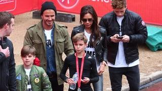 Familie Beckham jubelt Romeo beim Laufen zu