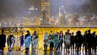 Viel Stahl, kaum Blut – Zimmermanns «Soldaten» im Opernhaus
