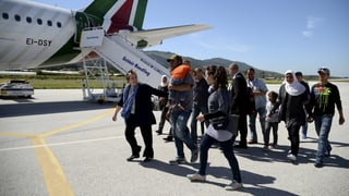 Papst nimmt 12 Flüchtlinge von Lesbos mit nach Rom