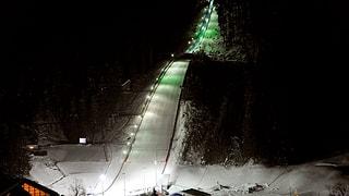 Skispringer trotzen dem Föhneinbruch