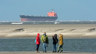 Riesenfrachter in Nordsee auf Grund gelaufen