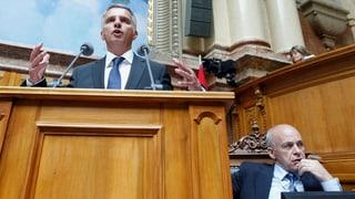 Bundespräsident Maurer steht für Burkhalter zurück