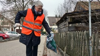 Städte schicken ihre Einwohner zum Müllsammeln