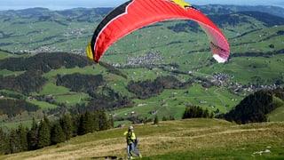 Tödlicher Unfall: Gleitschirmpilot stirbt am Balmberg