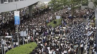 Demonstranten erzwingen Verschiebung der Parlamentssitzung