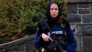 Nova Zelanda scumonda buis d'assagl ed armas mez automaticas