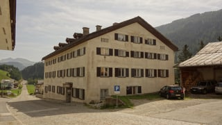 Center per requirents d'asil a Spleia funcziuna bain