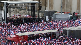 Massenaufmarsch für Fillon