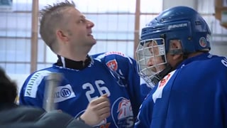 Hockey-Versuch: Rainer Maria Salzgeber auf dem Eis