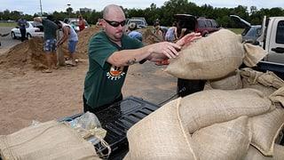 Tausende fliehen vor Zyklon «Debbie»