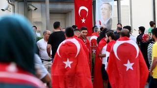 Türkische Vertreter hetzen in der Schweiz gegen Erdogan-Kritiker