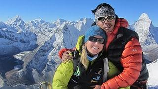 Statt auf dem Everest zu stehen, helfen sie in Kathmandu (Artikel enthält Video)