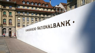 Die SNB hält an ihrer «Zweisäulen-Politik» fest: «Eine Änderung der Geldpolitik ist kein Thema», sagt Nationalbankpräsident Thomas Jordan Ende September.