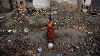 Beim Erdbeben vom April 2015 starben Tausende Menschen in Nepal. Viele Organisationen helfen beim Wiederaufbau.