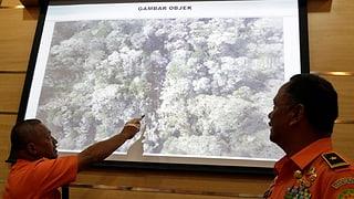 Kein Durchkommen zum abgestürzten Flugzeug in Indonesien