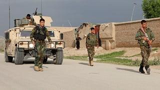 Taliban stürmen Militärbasis: Blutbad fordert 140 Tote