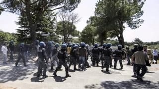 Gewalttätige Proteste gegen Flüchtlings-Unterbringung in Italien