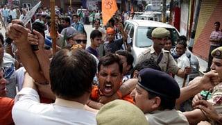 Strassenschlachten in Kaschmir fordern zwei Tote