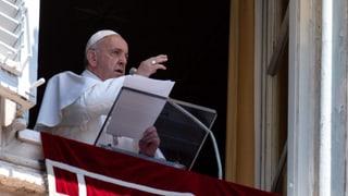 Feuerwehr rettet Papst aus dem Lift