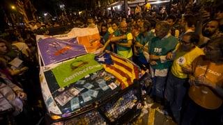 Das Vorgehen der spanischen Justiz vor der Abstimmung über die katalanische Unabhängigkeit bringt die Menschen in Massen auf die Strasse.