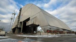 Riesige Schutzkonstruktion über Reaktor-Ruine installiert