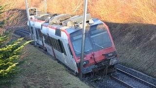Erdrutsch hebt Solothurn-Moutier-Bahn aus den Schienen