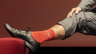 In roten Socken gegen zu hohe Krankenkassenprämien