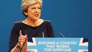 Anfangs Oktober rang Theresa May um Atem und Stärke.