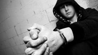 Video «Jugendstrafrecht – zu lasch und zu teuer?» abspielen