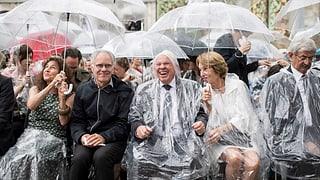 1000 Regenschirme zur Eröffnung