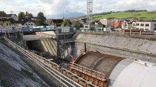 Wasser drang in den Tunnel ein. Die Arbeiten mussten unterbrochen werden.