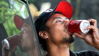Wer Cola trinkt, zahlt drauf