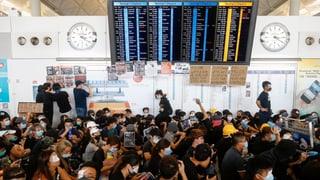 Proteste legen Flughafen lahm