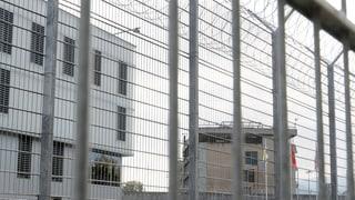 Haftbedingungen in Champ-Dollon verletzen Menschenrecht