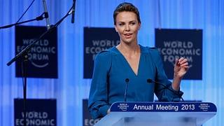 Charlize Theron lobt WEF in höchsten Tönen