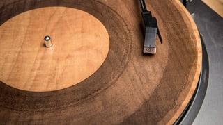 Der Klang von Holz, Papier und Acryl