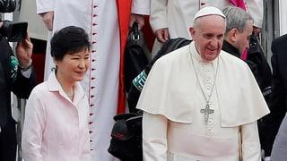 Papst beginnt seine erste Asien-Reise