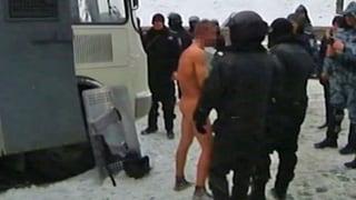 Ukrainischer Regierungsgegner nackt und blossgestellt