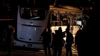 Bombe explodiert bei Touristenbus