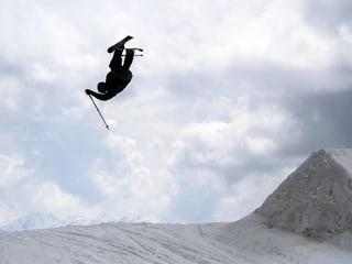 Ski Freestyle: Ursina und Fabian zeigen dir, wie's geht