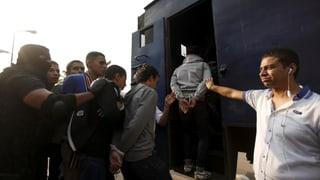 Die ägyptische Regierung bemüht sich um Ordnung und Stabilität im Land. Sie geht aber auch brutal gegen Kritiker vor, wie Amnesty International feststellt.