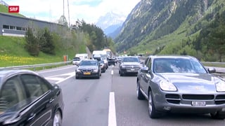 Lange Wartezeiten vor dem Gotthard